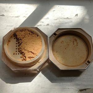 fenty beauty setting powder in honey